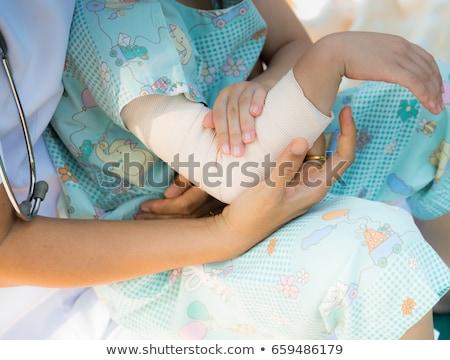 Médico mão banda paciente clínica homem Foto stock © wavebreak_media