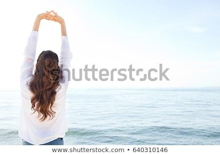Nő nyújtás karok tenger kilátás jókedv Stock fotó © IS2