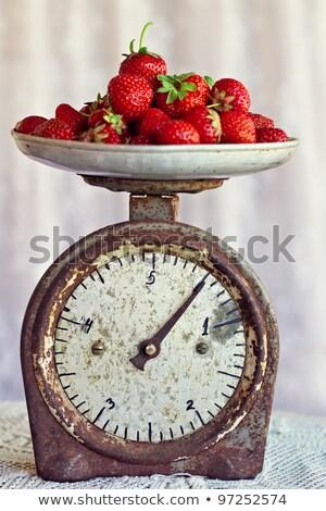 Сток-фото: свежие · клубники · Vintage · Весы · темно · продовольствие
