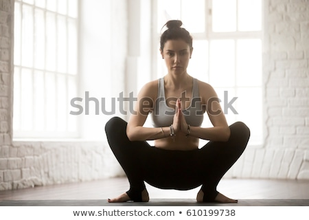 Mulher jovem grinalda pose ioga estúdio fitness Foto stock © dolgachov