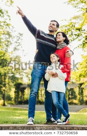 Verticaal portret familie drie stand sluiten Stockfoto © vkstudio