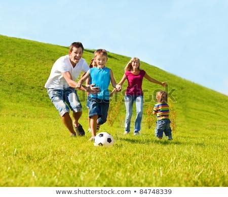 семьи · играет · футбола · вместе · парка · счастливая · семья - Сток-фото © get4net
