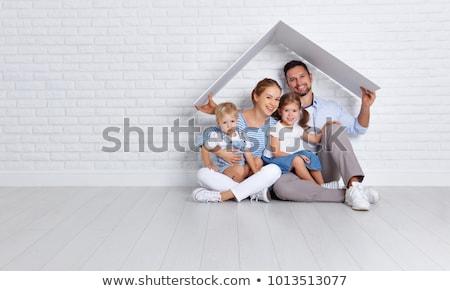 Stock fotó: Boldog · család · otthon · lány · mosoly · szeretet · újság