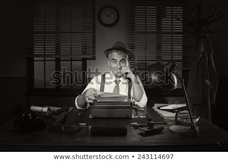 férfi · írógép · otthon · kaukázusi · munka · szelektív · fókusz - stock fotó © tiero