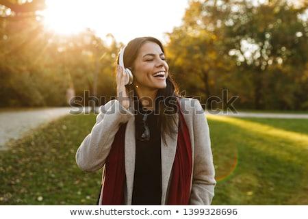 Genç kadın esmer yürüyüş park yaz Stok fotoğraf © artfotodima