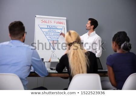 Człowiek sprzedaży lejek prezentacji koledzy młodych Zdjęcia stock © AndreyPopov