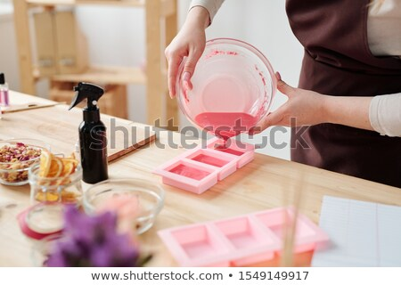 Creative Homme rose liquide savon Photo stock © pressmaster
