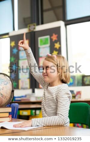 Oldalnézet kaukázusi iskolás lány kéz asztal osztályterem Stock fotó © wavebreak_media