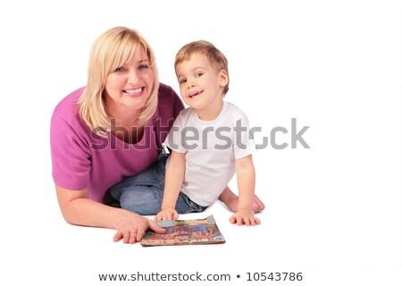 középkorú · nő · rózsaszín · póló · gyermek · magazin - stock fotó © Paha_L