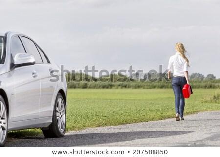 vrouw · gas · kan · mooie · vrouw · uit · weg - stockfoto © piedmontphoto
