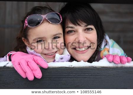 Matka córka narciarskie domu kobieta strony Zdjęcia stock © photography33