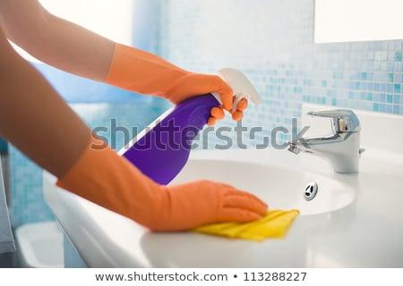 Vrouw schoonmaken badkamers wastafel spons wasmiddel Stockfoto © wavebreak_media