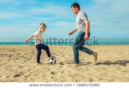 Foto d'archivio: Felice · piccolo · ragazzo · giocare · calcio · spiaggia