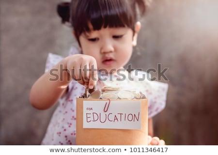főiskola · megtakarított · pénz · takarékosság · kéz · pénzügy · egyetem - stock fotó © devon