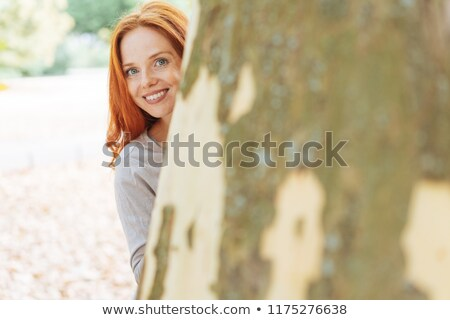 Nő körül fa mögött cédrus fatörzs Stock fotó © Habman_18