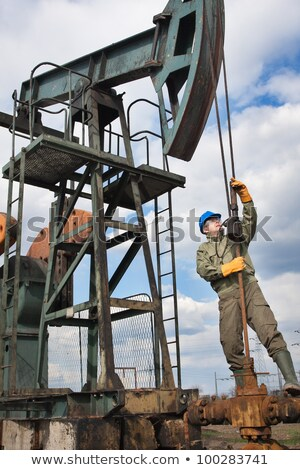 Olajfúró torony olaj pumpa ipari sisak földgáz Stock fotó © stevanovicigor