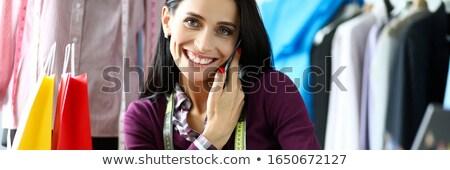 Felice pretty woman artista utilizzando il computer portatile arte studio Foto d'archivio © deandrobot