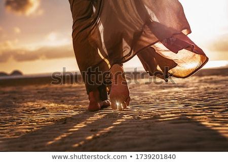 nő · fehér · ruha · sétál · tengerpart · lábak · kék - stock fotó © chesterf