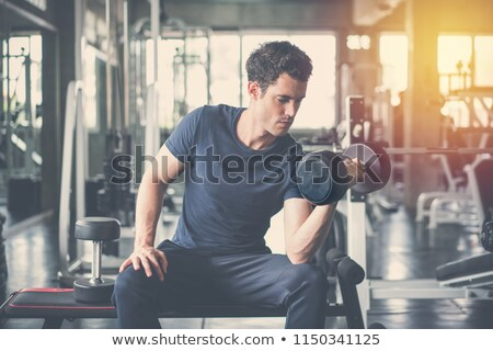 Póló nélkül férfi emel nehéz súlyzó pad Stock fotó © wavebreak_media