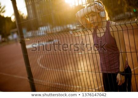 Photo stock: Jeune · femme · métal · clôture · tribunal