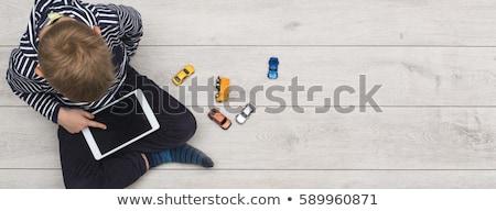 okostelefon · függőség · szalag · férfi · ül · fából · készült - stock fotó © rastudio