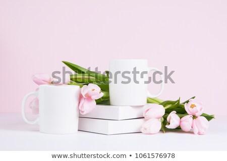Twee beker koffiemok roze tulp bloemen Stockfoto © Illia