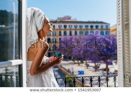 kaukasisch · vrouw · genieten · koffie · witte · glimlach - stockfoto © dukibu