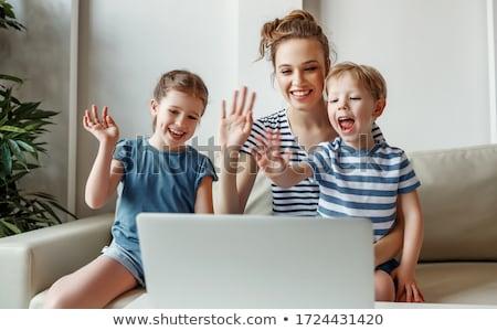 kadın · dizüstü · bilgisayar · kullanıyorsanız · kâğıt · kalem · genç - stok fotoğraf © imagedb