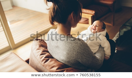 Mutter · Wohnzimmer · Baby · lächelnd · glücklich - stock foto © dolgachov