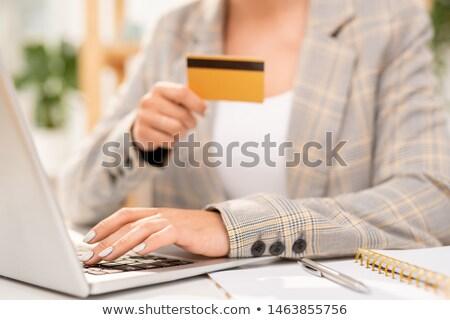 Hand zakenvrouw sleutels laptop Stockfoto © pressmaster