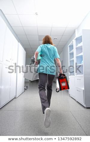 Vista posterior mujer ejecutando corredor rojo abrigo Foto stock © deandrobot