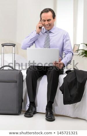 Senior volwassen man hotelkamer telefoon Stockfoto © IS2
