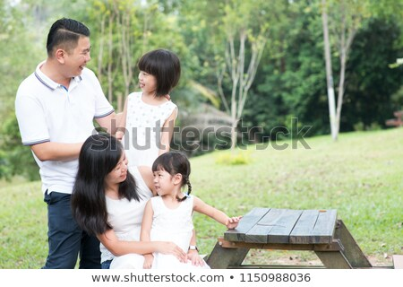 Felice asian famiglia incollaggio outdoor vuota Foto d'archivio © szefei