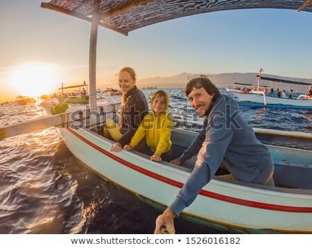 Boldog család hajnal tenger csónak kéz arc Stock fotó © galitskaya