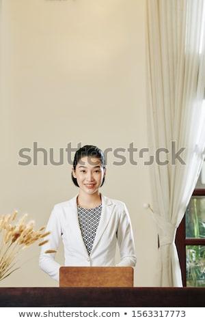 portré · csinos · fiatal · nő · áll · modern · üdülőhely - stock fotó © HASLOO