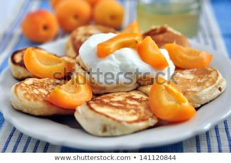 Framboises yaourt crème fraîches servi Photo stock © juniart