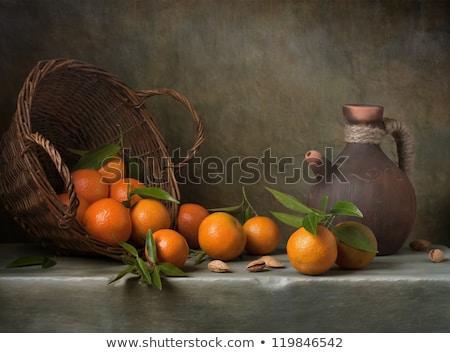 fruto · de · laranja · folhas · verdes · mesa · de · madeira · topo · ver · comida - foto stock © dariazu