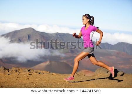 スポーティー · 女性 · を実行して · ジャンプ · フィットネス · スポーツ - ストックフォト © deandrobot