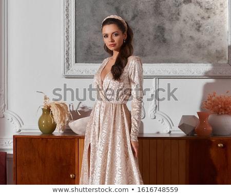 esmer · güzellik · atış · bakıyor - stok fotoğraf © lithian