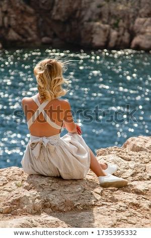 красивой улыбаясь блондинка сидят пляж Сток-фото © wavebreak_media