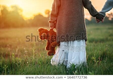 Foto stock: Mujer · osito · de · peluche · juguete · dormitorio · sonriendo