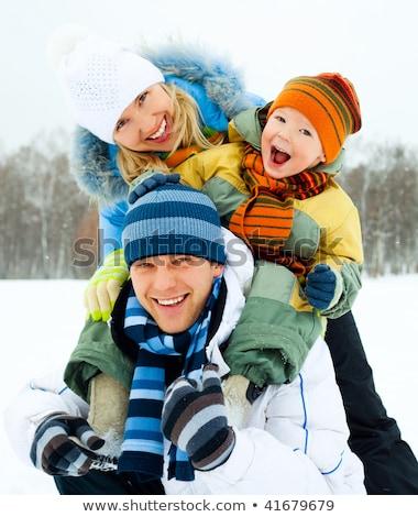 inverno · família · sentar-se · neve · mulher · sorrir - foto stock © lopolo