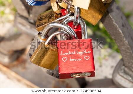 miłości · czerwony · romans · blokady · kształt · serca · most - zdjęcia stock © hsfelix