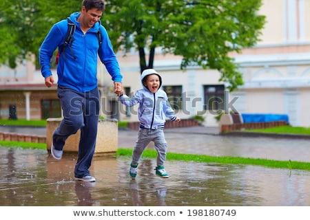 Familia ejecutando lluvia ilustración ninos fondo Foto stock © colematt