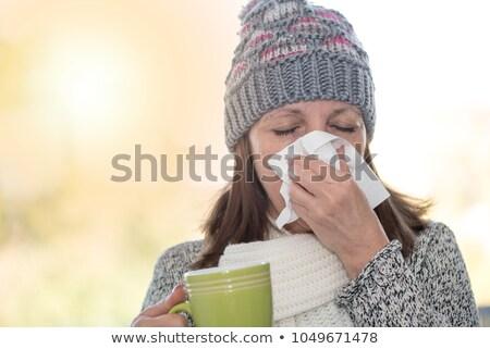 Femme hiver grippe moucher jeunes Photo stock © Kakigori