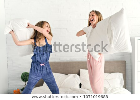 девочек · изучения · вместе · кровать · карандашом · весело - Сток-фото © photography33