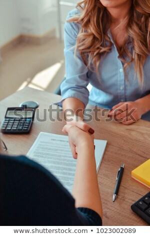 Mujer de negocios ofrecimiento mano apretón de manos caucásico Foto stock © bmonteny