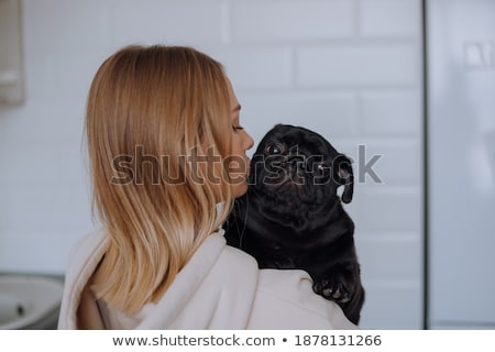 jonge · vrouw · knuffelen · hond · meisje · haren · vrienden - stockfoto © wavebreak_media