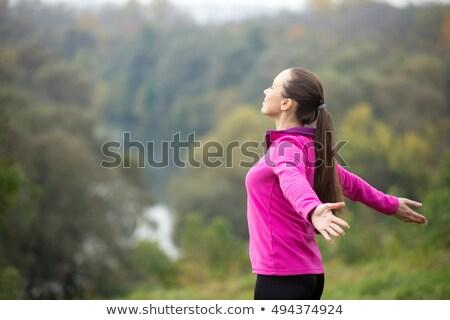 Fotó megnyugtató nő csukott szemmel nyújtott karok Stock fotó © zurijeta
