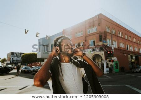 Afryki podróżnik słuchanie muzyki słuchawki młodych szczęśliwy Zdjęcia stock © RAStudio